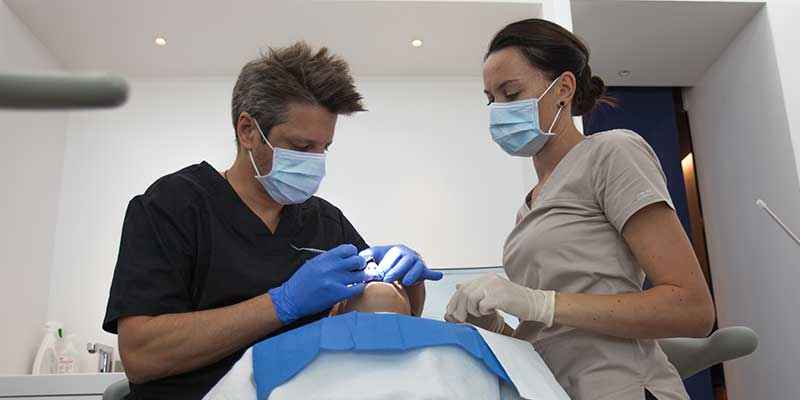 periodotonlogy service – smile Design Boutique, dental clinic in Geneva perfect for periodontal disease